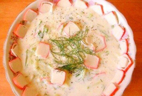 Холодный Суп с крабовыми палочками на кефире