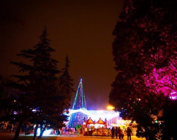 Праздничние новогодние украшения Анапы