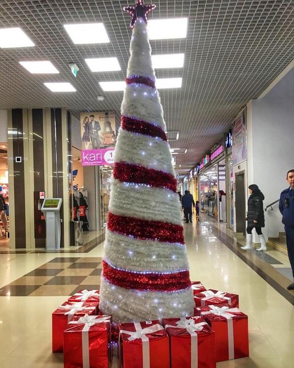 Чудо-елка в ТЦ Красная площадь в Анапе